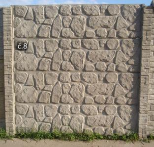 8. Vystouplý kámen